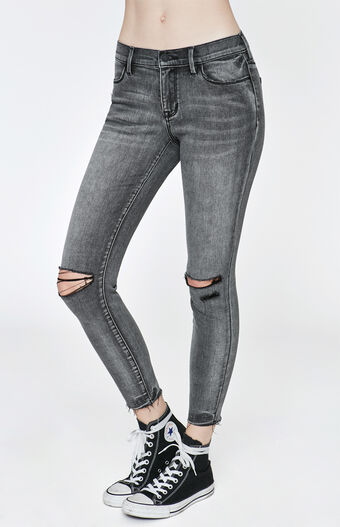 Slip on a pair of jeggings with an oversized sweater or a soft One Eleven tee to stay on trend. Our denim leggings are made to elevate your curves and up your style. Available in many washes, rises and sizes, it's easy to find the perfect pair.