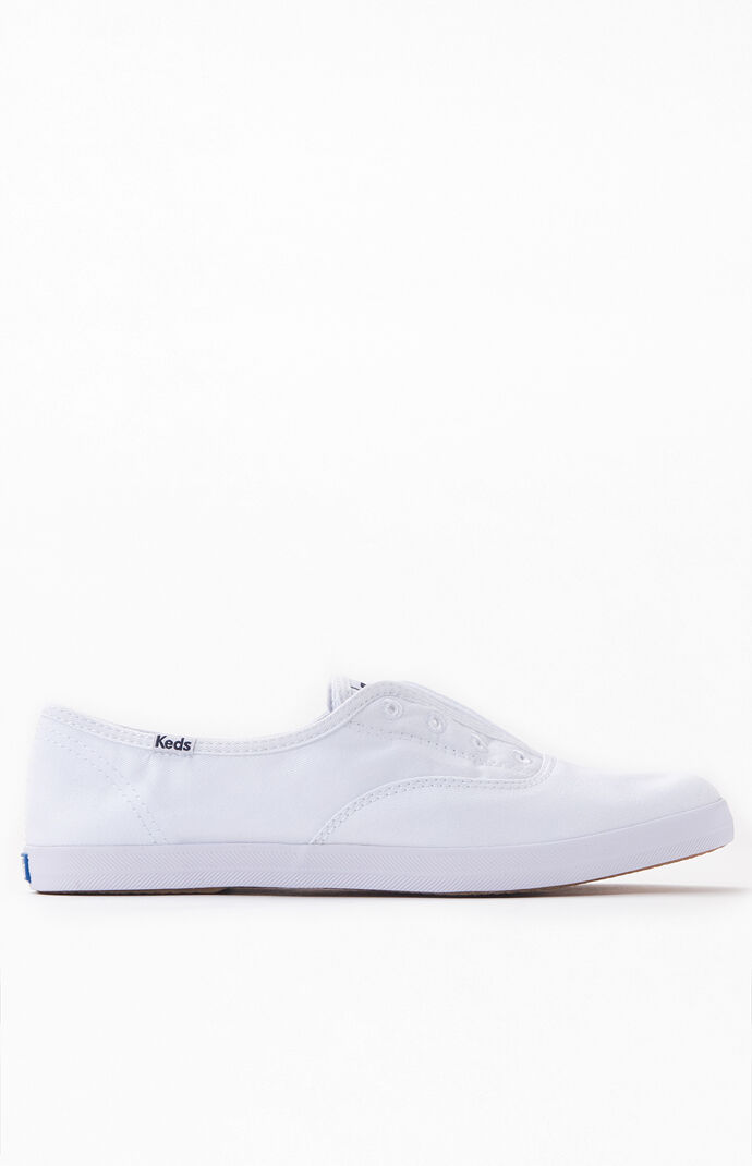 Women's White Chillax Seasonal Solid Sneakers